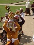 Cérémonie bouddhiste dans un temple dans Bali images libres de droits