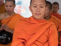Cérémonie d'aumône de moines, Thaïlande image libre de droits
