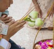 Cérémonie de classification pour l'homme devenant un nouveau moine ou prêtre, images libres de droits