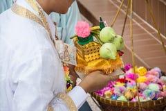 Cérémonie de classification pour l'homme devenant un nouveau moine ou prêtre, images stock