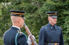 cérémonie de Garde-changement au cimetière d'Arlington à Washington photos libres de droits