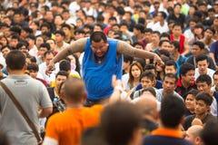 Cérémonie de jour de maître de Wai Kroo de participants (Luang Por Phern) au monastère de Wat Bang Phra Image libre de droits