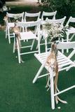 Cérémonie de mariage avec des décorations et des pétales de rose photo stock