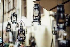 Cérémonie de mariage avec des lampes d'ouragan de Lit Image stock