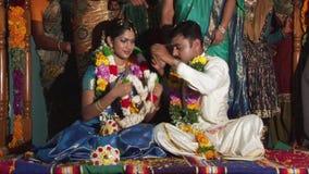 Cérémonie de mariage indoue, jouant clips vidéos