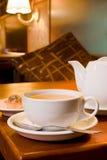 Cérémonie de thé en café Images libres de droits