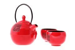 Cérémonie de thé. Théière et cuvettes chinoises rouges. Photos stock