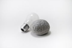 Cérebro criativo e ampola - ideia! Fotos de Stock