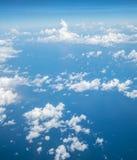 Céu acima da nuvem do plano de ar imagens de stock