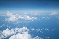 Céu acima da nuvem do plano de ar imagem de stock