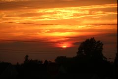 Céu alaranjado do por do sol imagem de stock