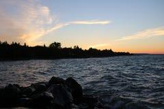 Céu alaranjado do por do sol da baía Georgian fotos de stock royalty free