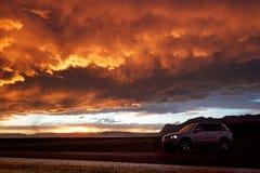 Céu alaranjado e 4x4 Fotografia de Stock Royalty Free