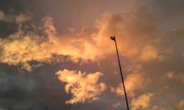 Céu alaranjado e violeta fotos de stock royalty free