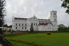 Céu antigo do jardim da arquitetura da igreja da construção Imagens de Stock Royalty Free