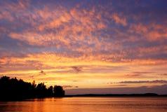Céu ardente do por do sol Fotos de Stock Royalty Free