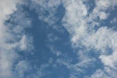 Céu azul bonito imagem de stock