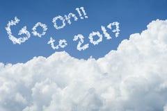 Céu azul bonito e nuvem branca Dia ensolarado Cloudscape feche acima da nuvem o texto vai sobre a 2017 fim do conceito de 2016 an Imagens de Stock