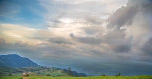 Céu azul bonito no berk da cuba de Phu foto de stock royalty free