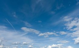 Céu azul bonito panorâmico Tiro profissional, nenhuns pássaros Fotografia de Stock