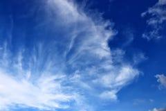 Céu azul claro e nuvem branca, fundo abstrato imagem de stock
