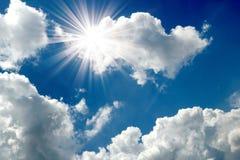 Céu azul com close up da nuvem Fotografia de Stock