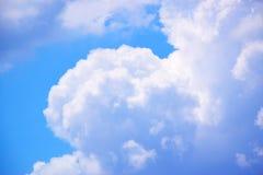 Céu azul com fundo 171018 0154 das nuvens Foto de Stock