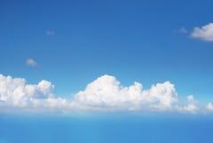 Céu azul com fundo das nuvens fotos de stock royalty free