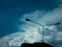 Céu azul com fundo surpreendente das nuvens Dê forma ao independente dos céus, elementos da natureza, céu bonito com nuvens branc Fotos de Stock Royalty Free