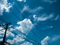 Céu azul com fundo surpreendente das nuvens Dê forma ao independente dos céus, elementos da natureza, céu bonito com nuvens branc Fotografia de Stock