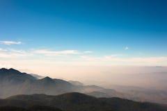 Céu azul com montanhas Imagens de Stock Royalty Free