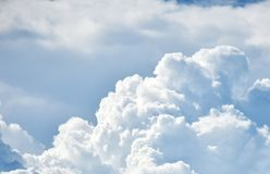 Céu azul com nuvem fotos de stock