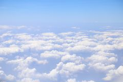 Céu azul com nuvem Imagens de Stock Royalty Free
