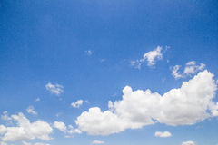Céu azul com nuvem Foto de Stock