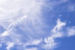 Céu azul com nuvem Fotos de Stock Royalty Free
