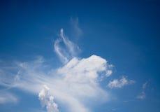 Céu azul com nuvem branca Foto de Stock Royalty Free