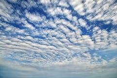 Céu azul com nuvens céu Fotos de Stock