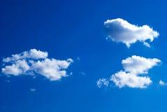 Céu azul com nuvens fotografia de stock royalty free