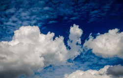 Céu azul com nuvens Imagem de Stock