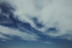 Céu azul com nuvens imagem de stock royalty free