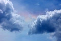 Céu azul com nuvens brancas Fotos de Stock