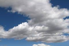 Céu azul com nuvens Cloudscape Fotos de Stock Royalty Free
