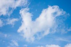 Céu azul com nuvens Nuvens no céu azul Foto de Stock Royalty Free