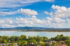 Céu azul com paisagem das nuvens em Úmbria Imagem de Stock