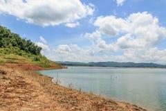 Céu azul com rio Imagem de Stock