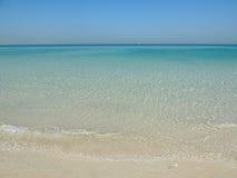 Céu azul da areia da praia do beira-mar Foto de Stock Royalty Free