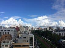 Céu azul da cidade fotografia de stock