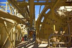 Céu azul da infraestrutura da mineração imagem de stock