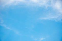 Céu azul de dia de verão Foto de Stock