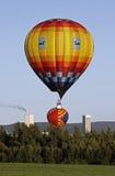 Céu azul do balão colorido imagens de stock royalty free